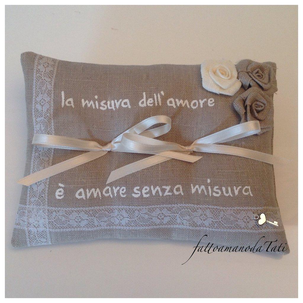 INSERZIONE RISERVATA PER MICHELA cuscino per fedi in lino grezzo con pizzo,rose e frase personalizzata