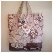 Capiente borsa in cotone a fiori tinte naturali con centrìno crochet