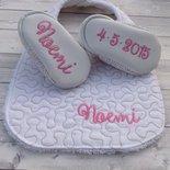 Bavaglia e scarpine Quilt bianco e beige personalizzate - Bimba