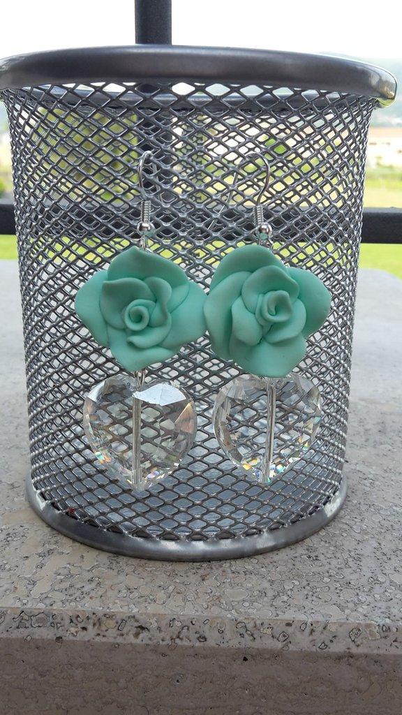 rose in fimo verde acqua con cuore di cristallo trasparente