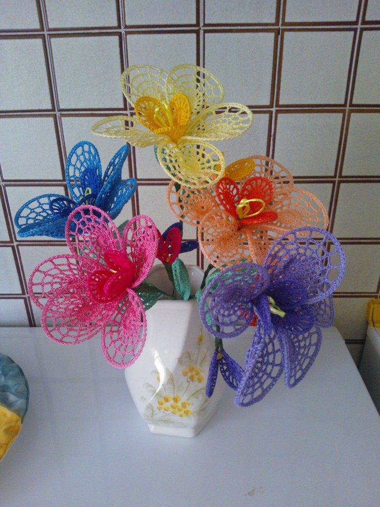 Fiori grandi petali ad uncinetto