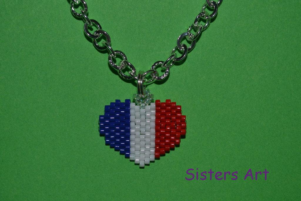 """Collana """"Cuore di Francia""""  con pendente realizzato con perline Miyuki delica"""