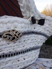 Borsa in fettuccia bianca decorata