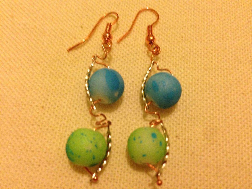 Orecchini perle colorate