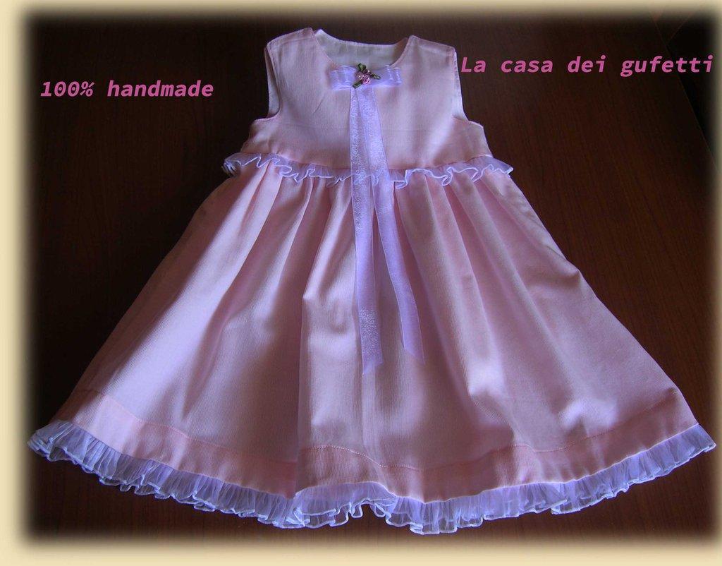 Vestitino rosa per neonata con bordi in plissè di organza bianca e fiorellini in raso