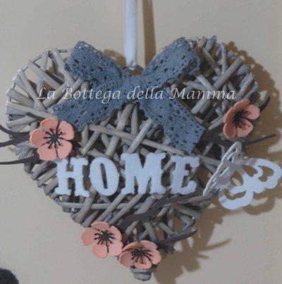 Fuoriporta cuore in vimini con applicazioni handmade