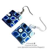 Orecchini pendenti a forma quadrata in fimo con murrina blu