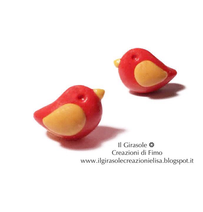 Orecchini a perno senza nichel con uccellino della primavera rosso in fimo