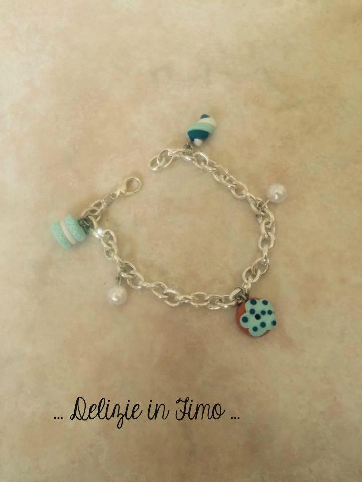 bracciale con maccaron, marshmellow, ciambella e perle in fimo  bracelet with maccaron, marshmellow, donut and polymer clay beads