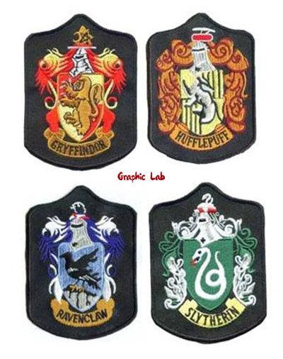 Toppa Termoadesiva con Stemma di Hogwarts Grifondoro Serpeverde Corvonero Tassorosso Harry Potter