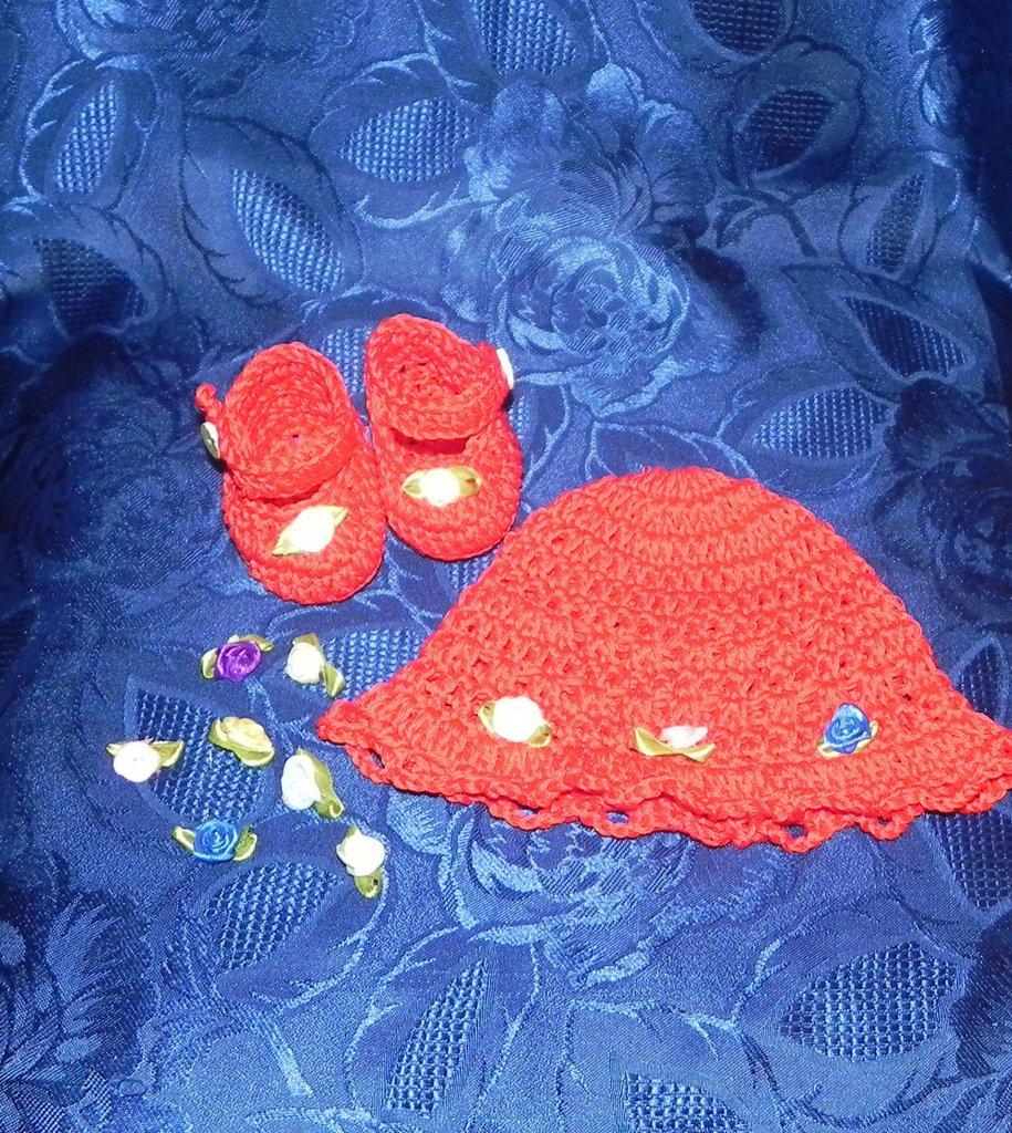 SCARPETTE + cappellino bimba realizzati ad uncinetto in cotone o lana