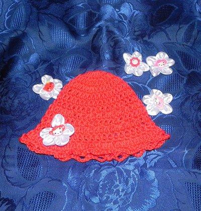 Cappellino rosso con coccarda applicata  portafortuna nascita buon augurio bebè
