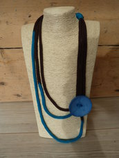 Collana donna estiva in cotone ,lavorata a tricotin con bottone laterale nei colori cioccolato e blù petrolio/collezione SUMMER