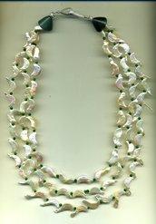 Collana a 3 fili con perle di fiume bianche a mezzaluna