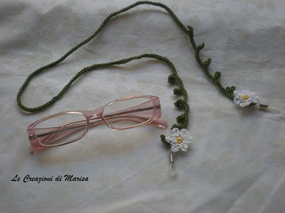cordino portaocchiali con fiori ad uncinetto