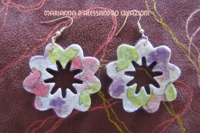 """Orecchini pendenti in feltro decorato serie """"Fiore forato"""""""