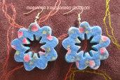 """Orecchini in feltro decorato a forma di fiore serie """"Fiore Azzurro"""""""
