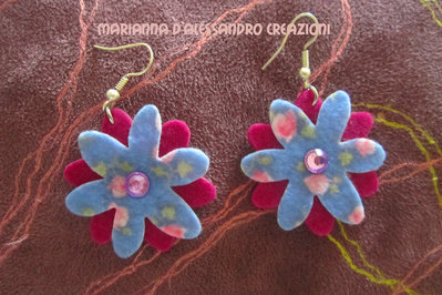 """Orecchini pendenti in feltro decorato serie """"Fiori"""""""