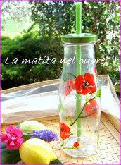 Bottiglia di vetro con cannuccia verde con papaveri dipinti