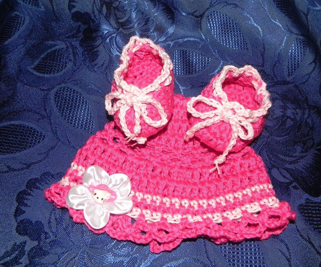 SCARPETTE + cappellino bimba realizzati ad uncinetto in cotone 100 % fuxia e rosa