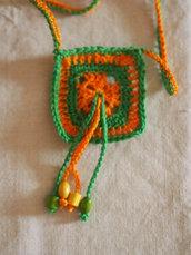 Collana HIPPY all'uncinetto.Fatta a mano.Solare,colorata con pendenti e perle in legno