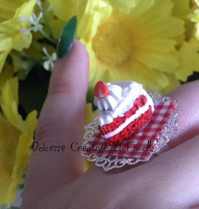 Anello - Cammeo con Fetta di torta Red velvet - Miniature