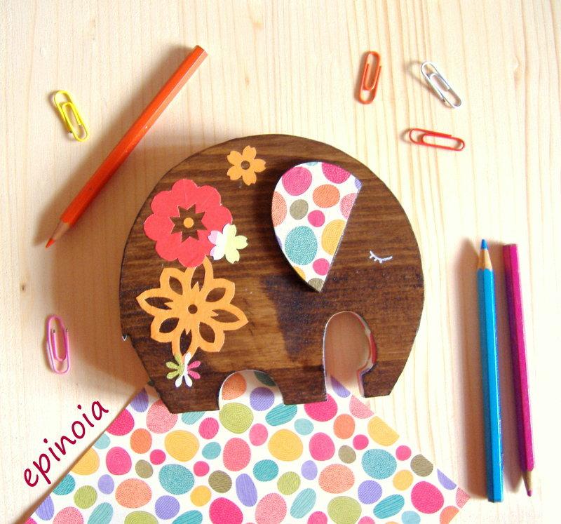 Elefante decorativo in legno