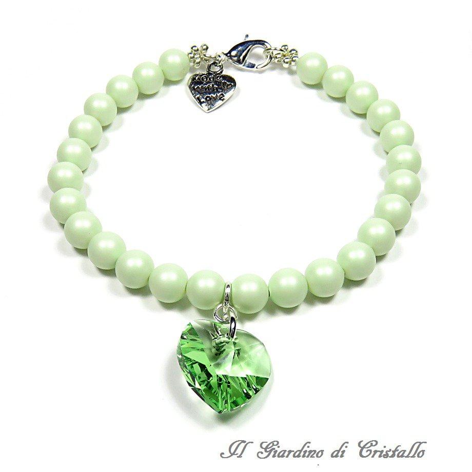 Bracciale con perle pastello e cuore di cristallo Swarovski verde fatto a mano – Primula
