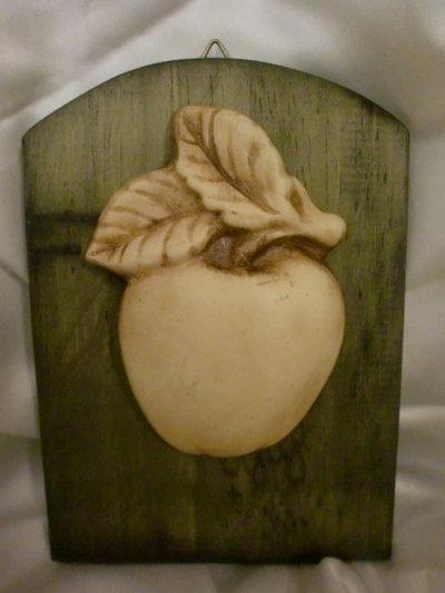 Quadretto shabby chic con mela.