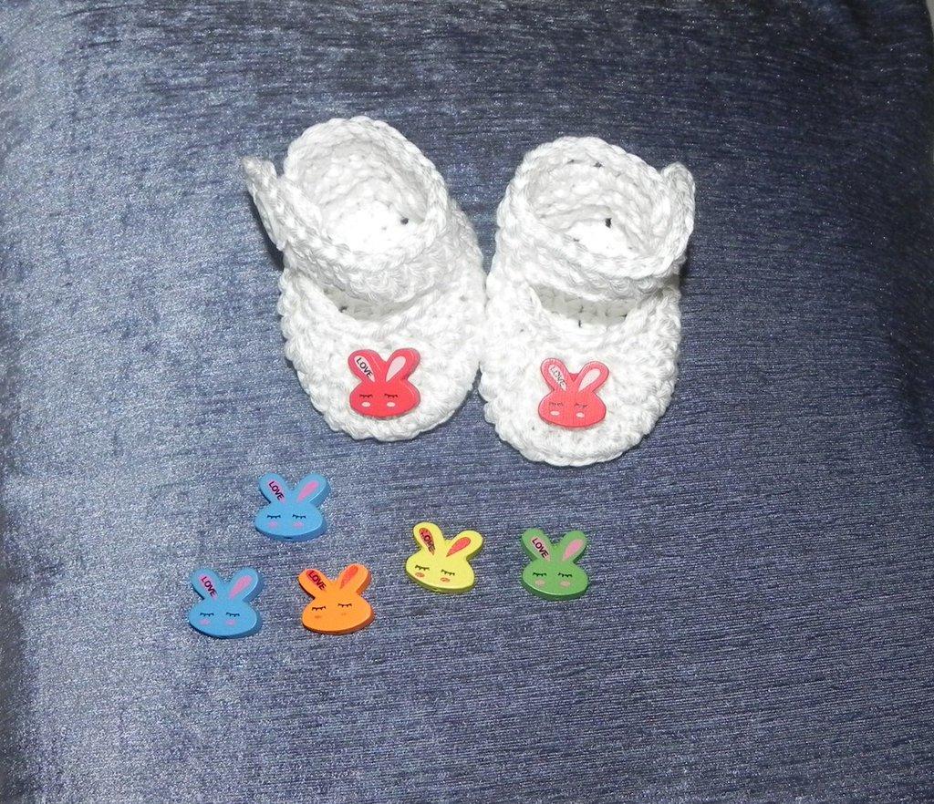 SCARPETTE bimbi realizzate ad uncinetto cotone 100% o misto lana bianche  con coniglietti rossi