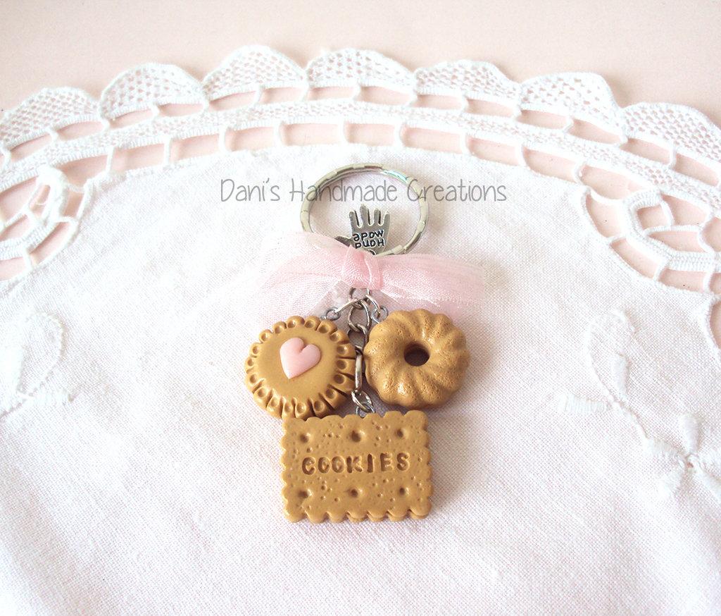 Portachiavi biscotti in fimo e fiocco