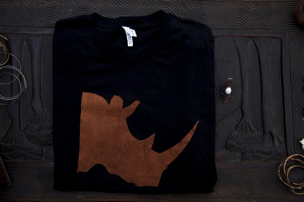 T-shirt 100% Organic RINOCERONTE - Nera unisex (Taglia M)
