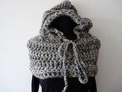 Sciarpa ad anello con cappuccio in lana fatta a mano