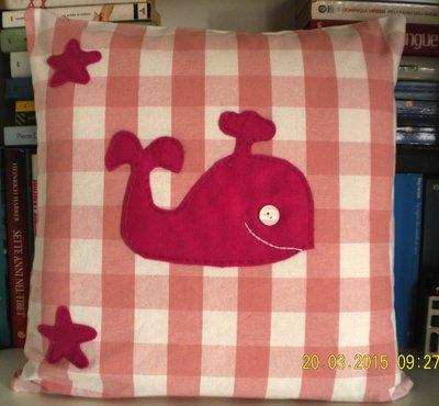 cuscino con balena