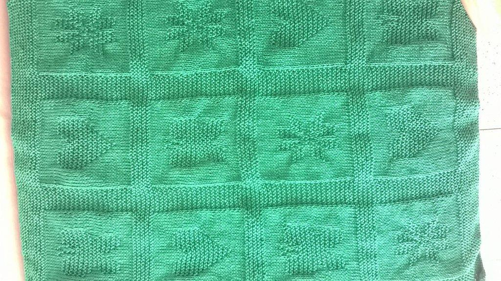 Copertina verde smeraldo con disegni