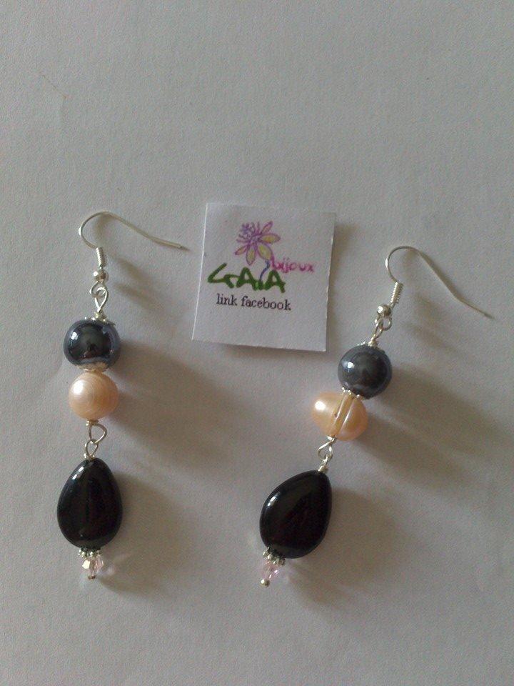 Orecchini rosa e neri in perla di fiume, ceramica e onice