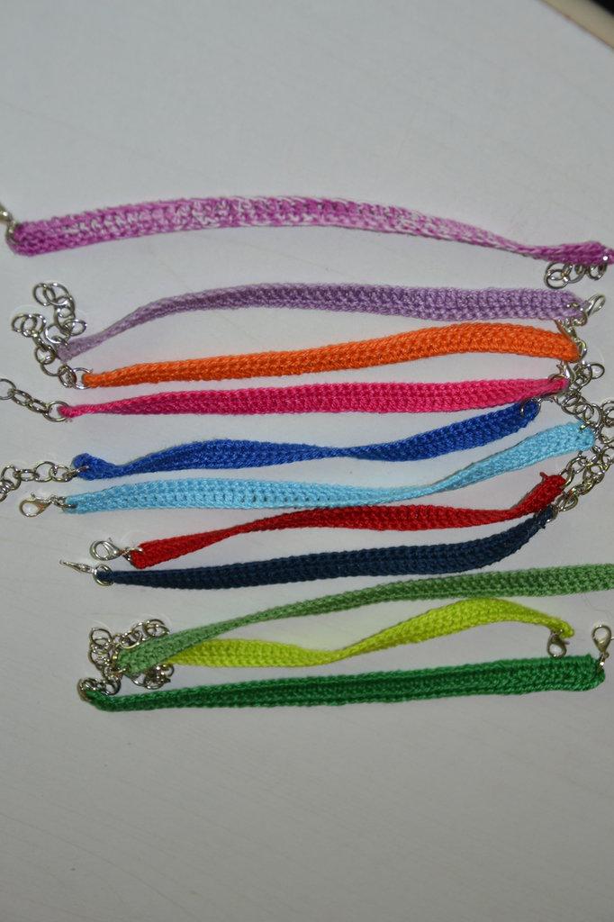 bracciale semplice uncinetto ,diversi colori, estivo, fatto a mano,