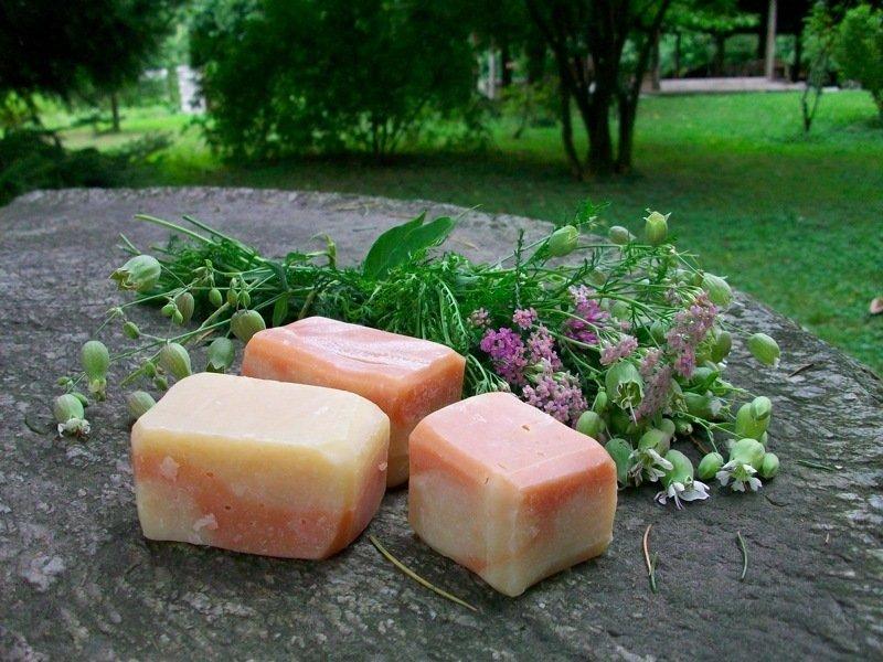 Sapone all'olio di semi di lino e argilla rosa ideale per la rasatura