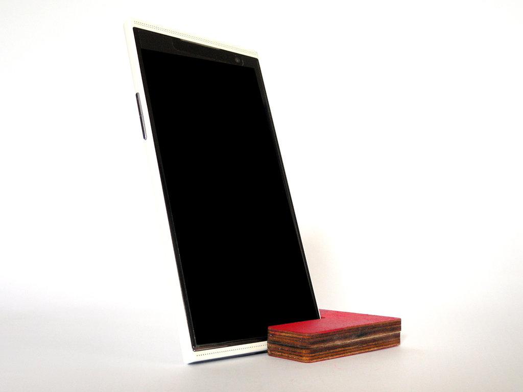 Kosi, stand per smartphone e phablet geek in legno verniciato a mano in 8 colori disponibili