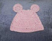 Cappellino coniglietta rosa realizzato ad uncinetto per bambina in cotone 100%