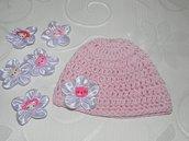 Cappellino Hello Kitty rosa realizzato ad uncinetto per bambina in LANA