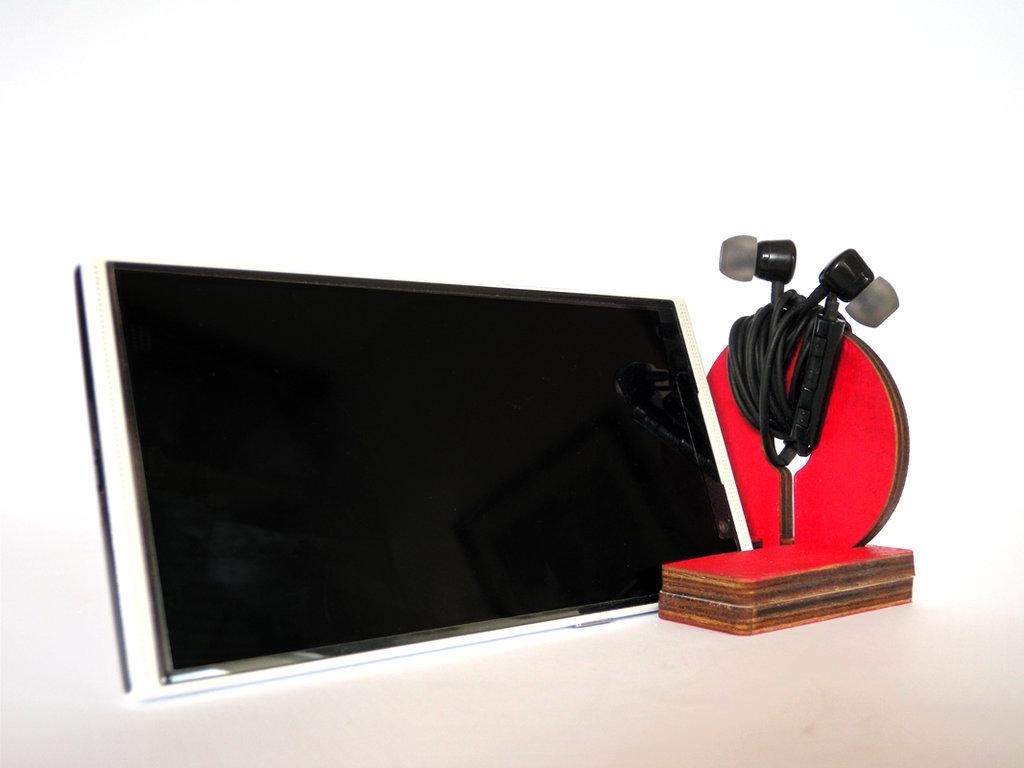 Kosi, stand per smartphone e phablet con avvolgi auricolari geek in legno verniciato a mano in 8 colori disponibili