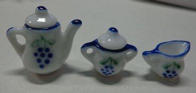 1 Mini Teiera, 1 Lattiera e 1 Zuccheriera in Porcellana