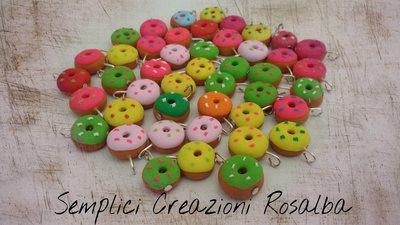 ciondolo fimo ciambella, ciambelle colorate, fatto a mano, ideale per bracciali, ideale per orecchini. Realistico.
