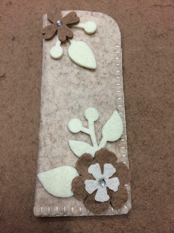 Portaocchiali beige con fiori