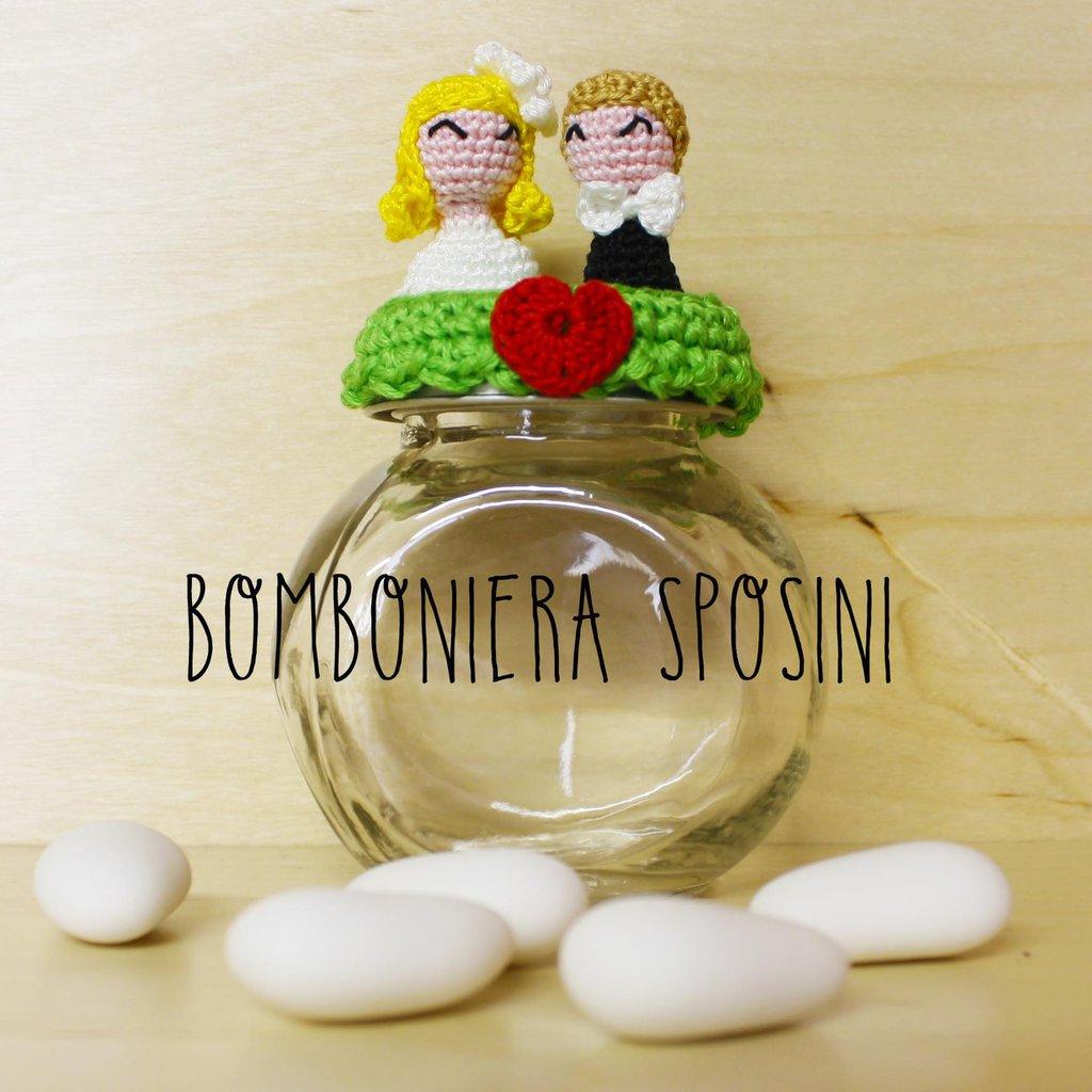 Bomboniera matrimonio vasetto con sposi amigurumi all'uncinetto