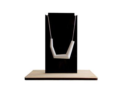 Holac, porta collane in acrilico e legno