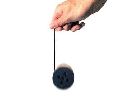 Yea-Yea, un avvolgi auricolari di legno ispirato da uno yo-yo