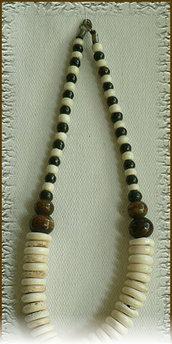 Collana etnica con pendente