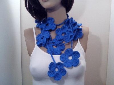 Sciarpa collana fiori  scaldacollo fatta a mano a uncinetto